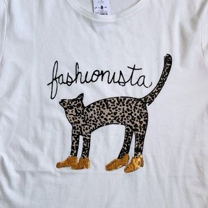 B. Young Women Top Fashionista Size L Graphic Tee